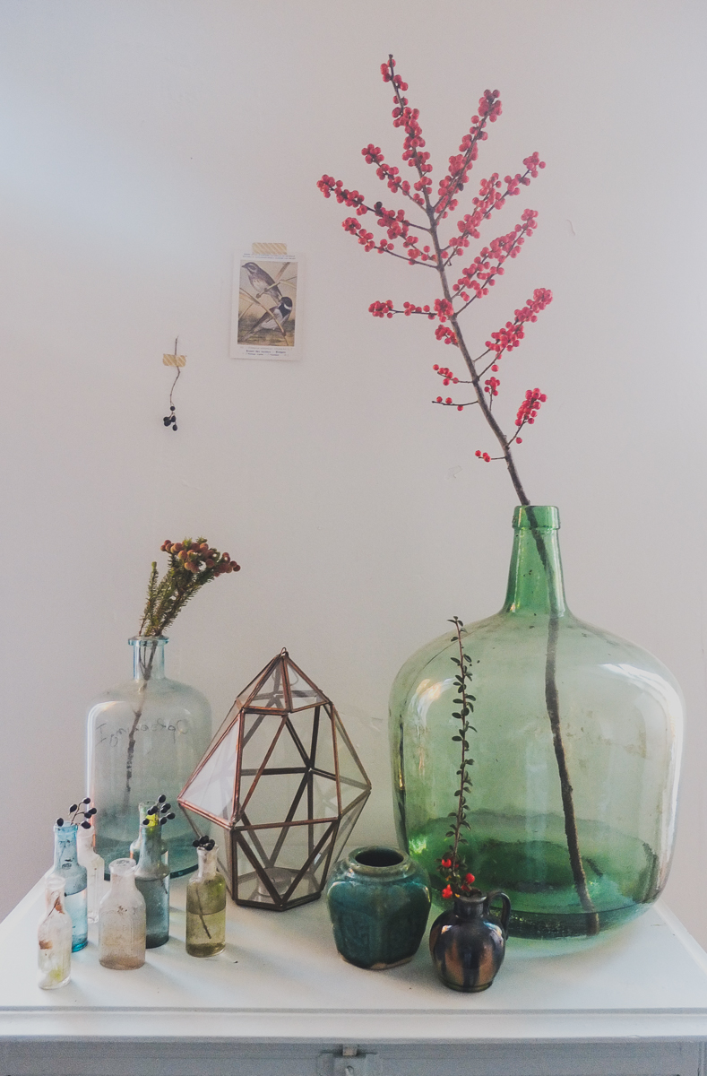 All these vases are found at flea markets and second hand shops, they go so well together.