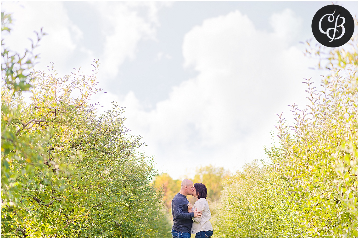 Fall-Orchard-Engagement-Photography_0054.jpg