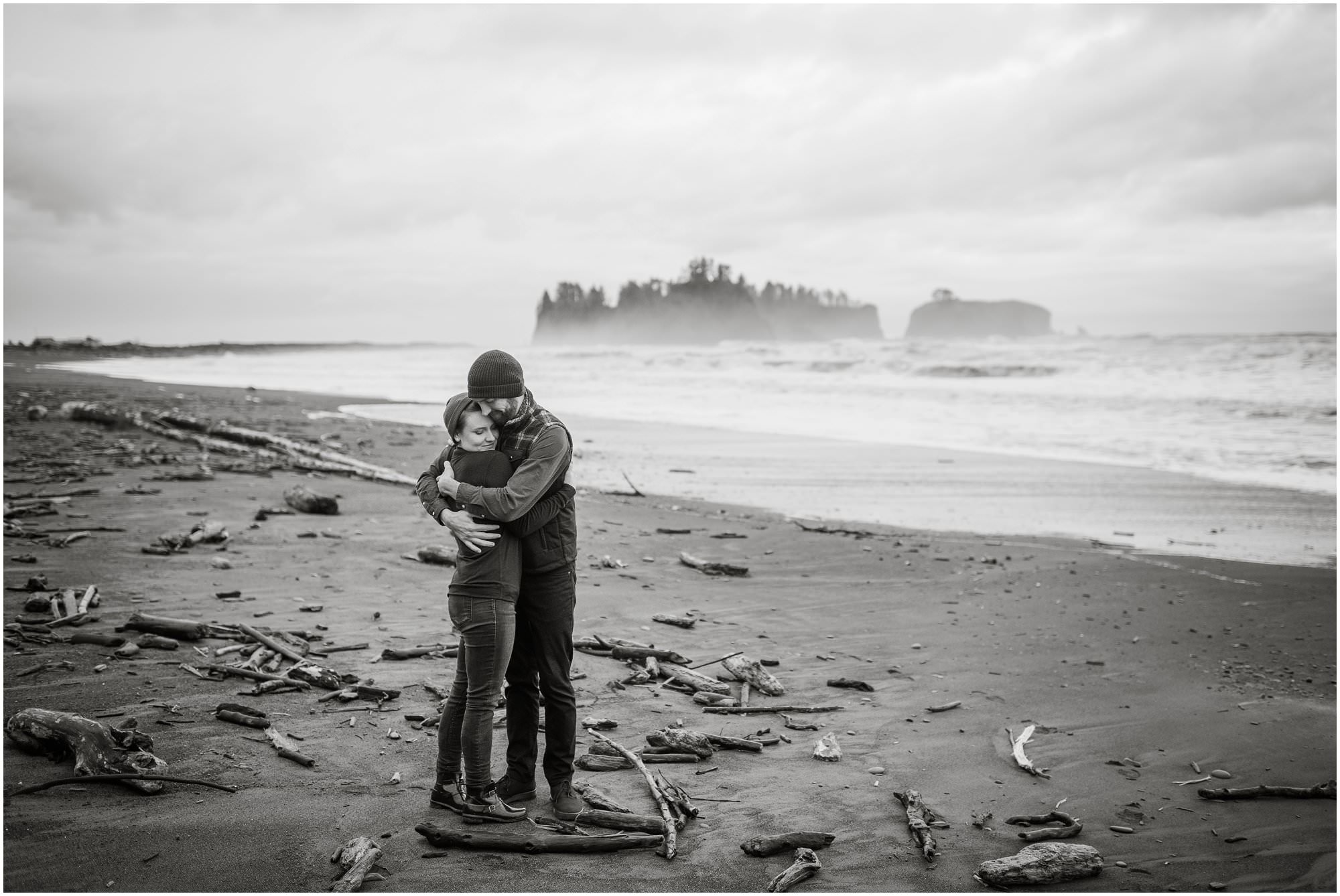 rialto-beach-washington-engagement-session_0520.jpg