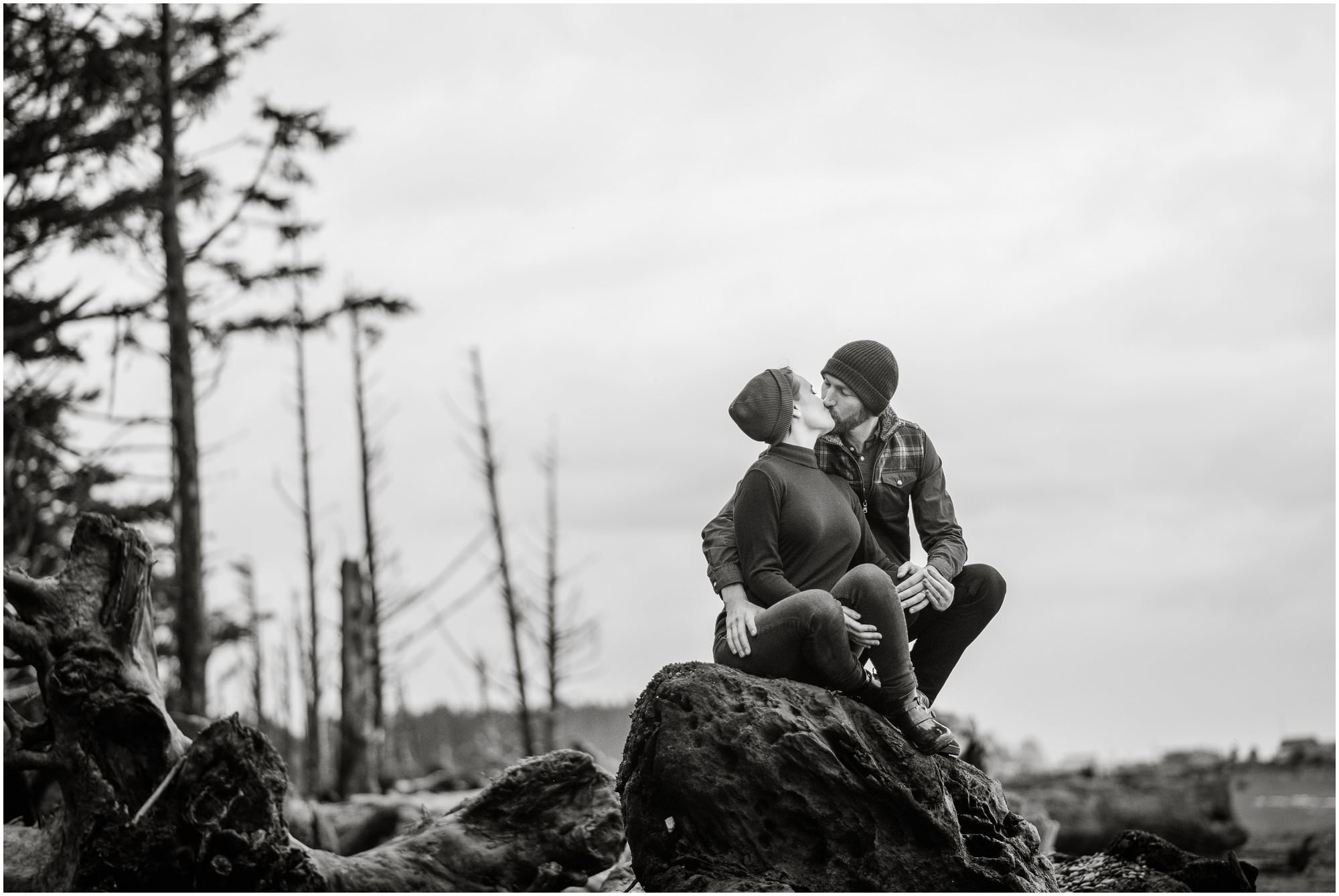 rialto-beach-washington-engagement-session_0528.jpg