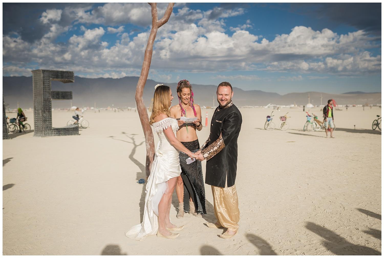 burning-man-wedding_0011.jpg