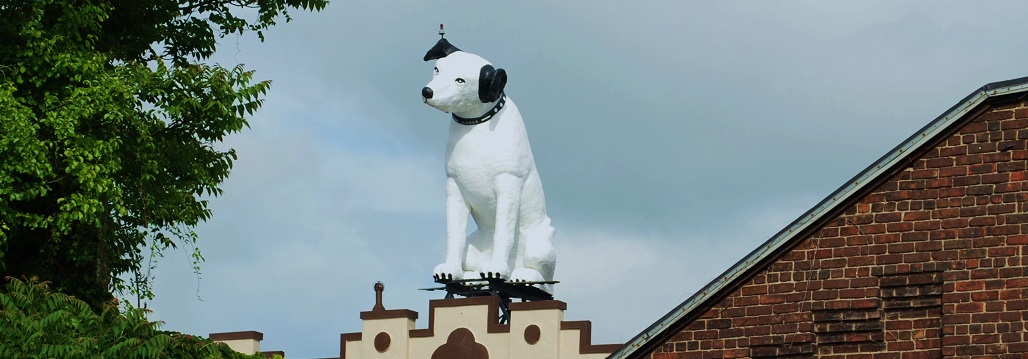 We are one block South and West of Albany's Nipper the RCA Dog.