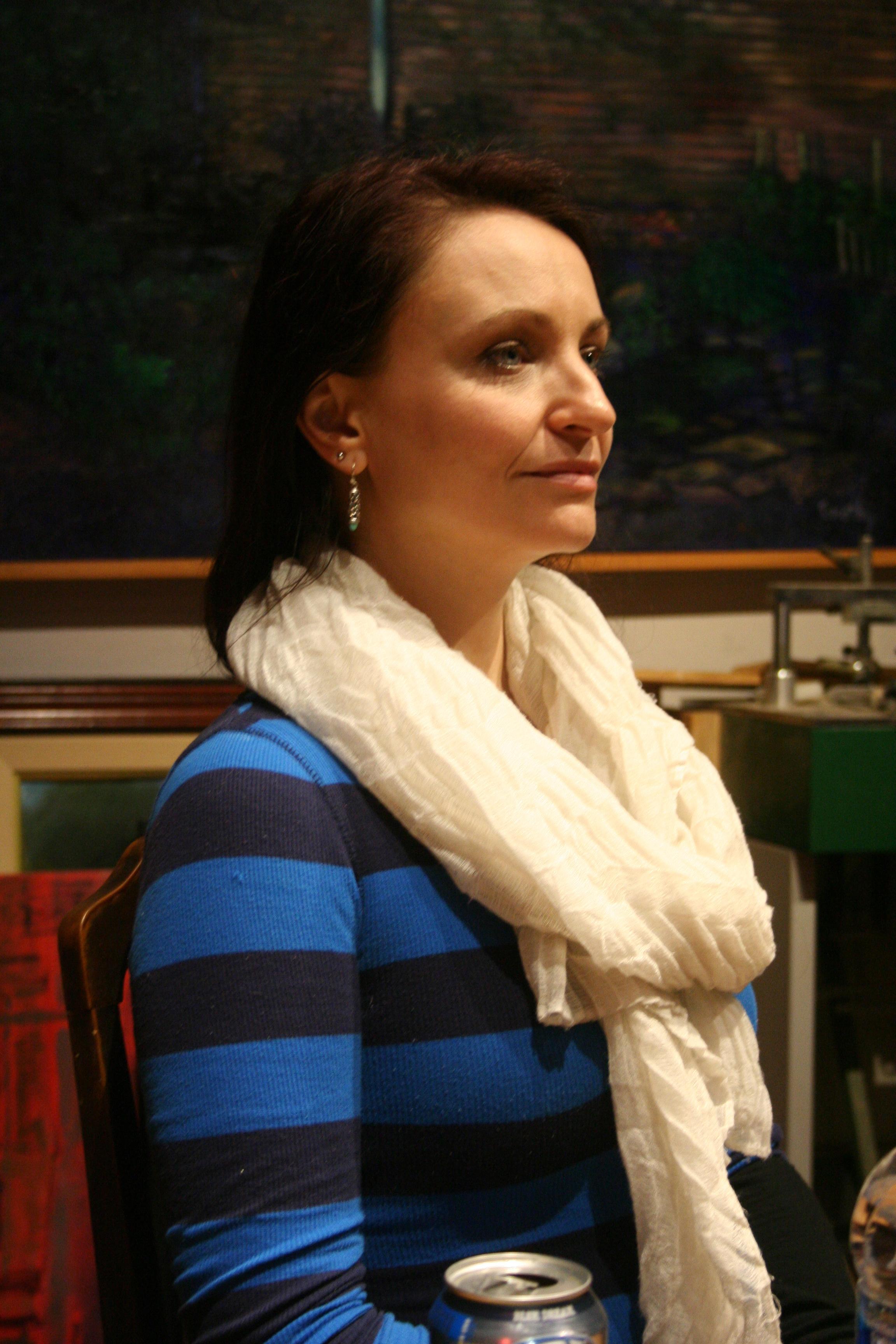 Profile of Izabela.