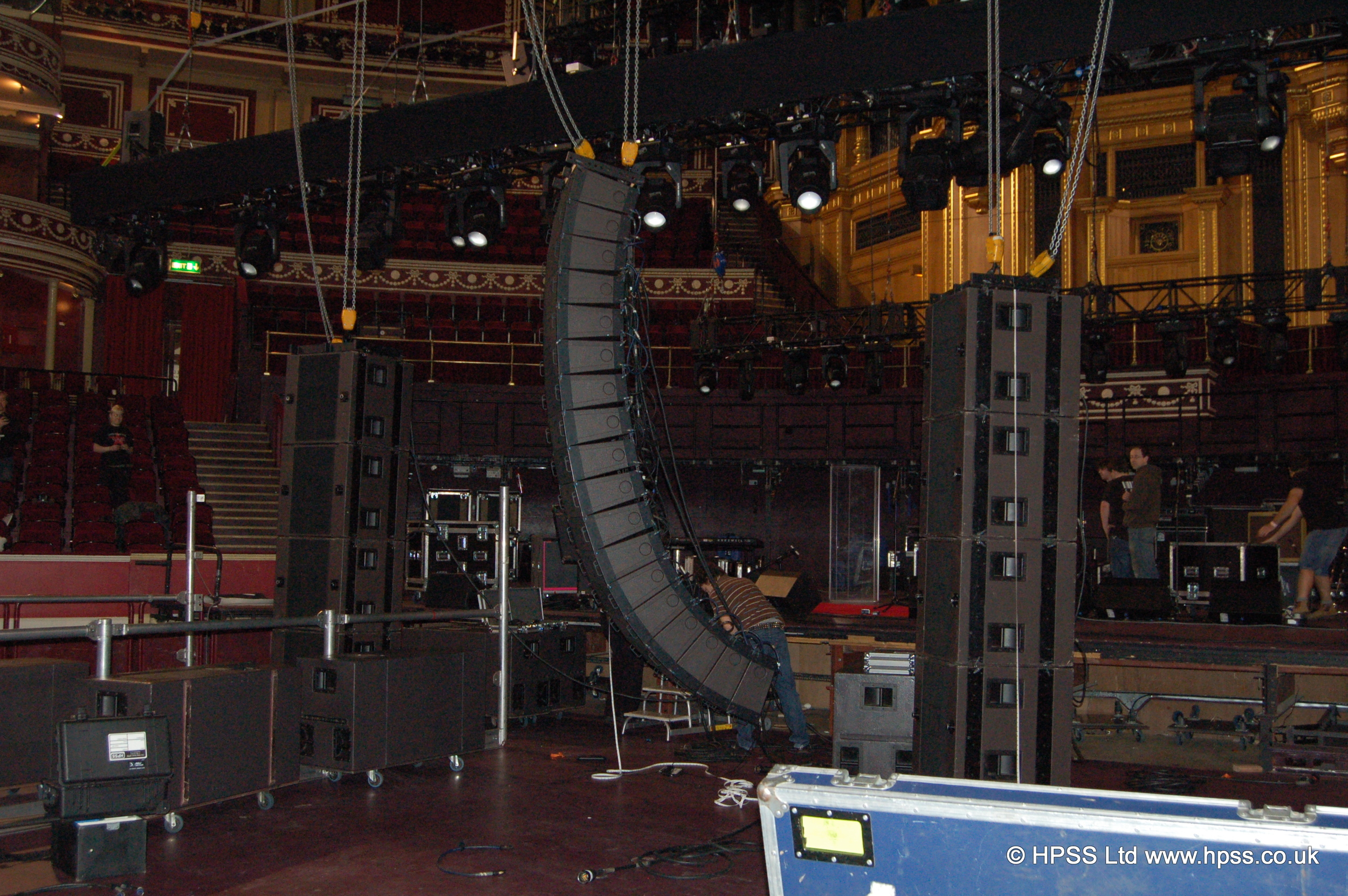 Hanging speakers in RAH