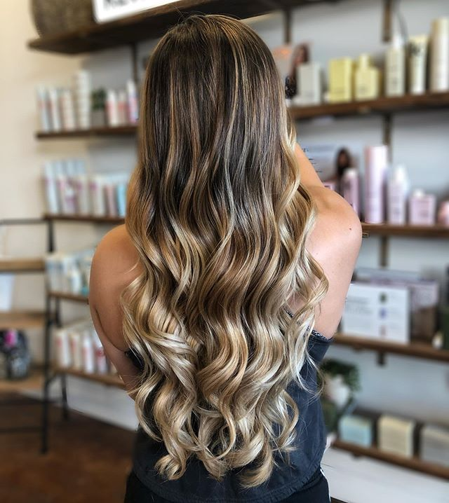She's got that good hair 🖤 Balayage by @sumeryanhair • • • • #mastersofbalayage #lovelyhair #balayagehair #fondrenms #highlights #madisonms #ridgelandms #prettyhair #longhair #beautifulhair #prettyhair