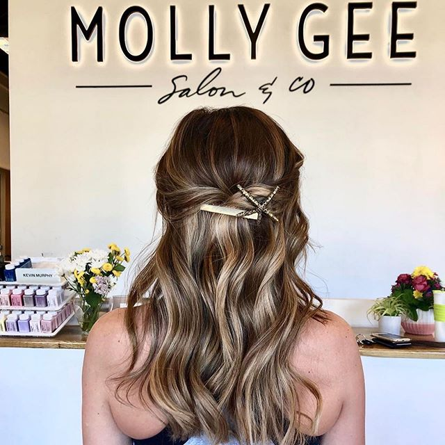 •Island women 🌾🌴• By Bailey  #machineweftextensions #mollygeeandco #madisonms #jzstyles #hair clips