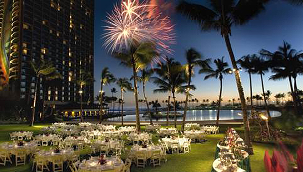 The most Instagrammable meeting space at  Hilton Hawaiian Village , Waikiki's only beachfront resort sitting on 22 tropical acres, is undoubtedly the Great Lawn. The Great Lawn can accommodate anywhere up to 1,600 guests and offers breathtaking views of the world-famous Duke Kahanamoku Lagoon and Pacific Ocean.