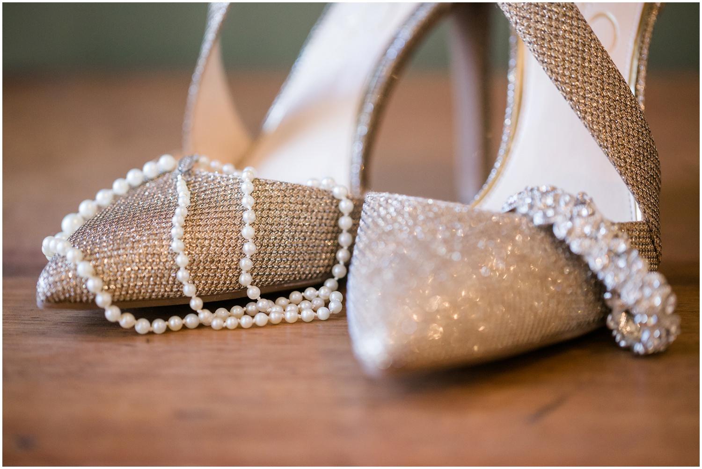 bride-getting-ready-louisville-wedding_0002.jpg
