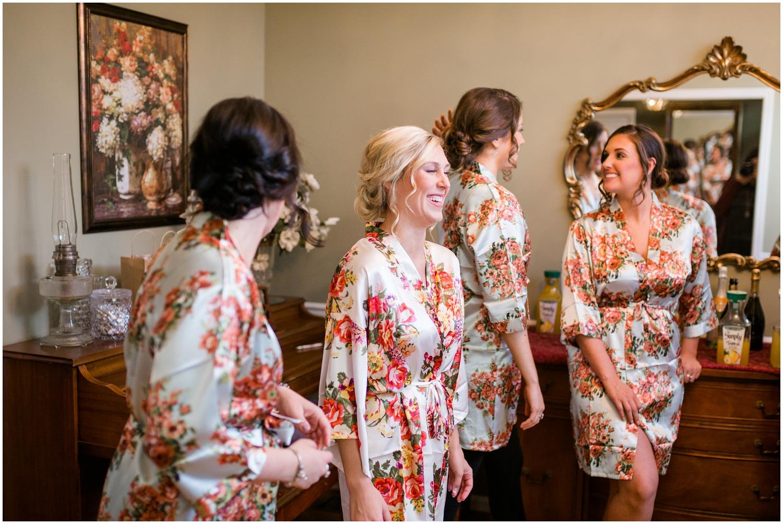 bride-getting-ready-louisville-wedding_0005.jpg