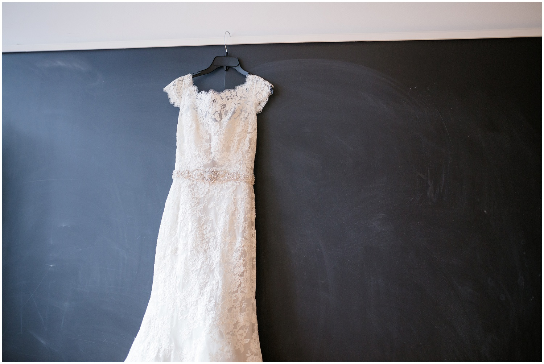 bride-getting-ready-louisville-wedding_0013.jpg