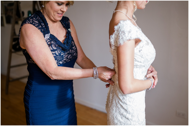 bride-getting-ready-louisville-wedding_0014.jpg