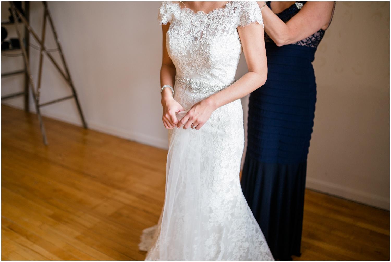 bride-getting-ready-louisville-wedding_0017.jpg