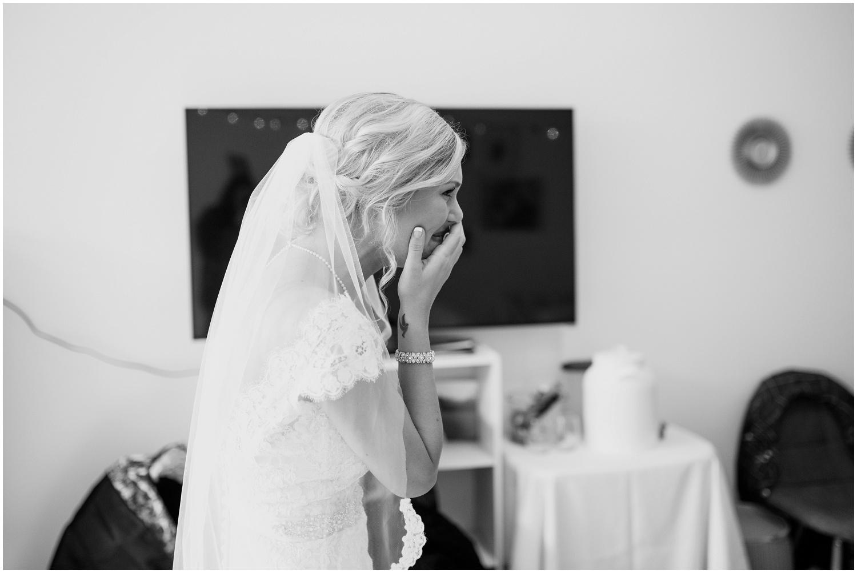 bride-getting-ready-louisville-wedding_0022.jpg