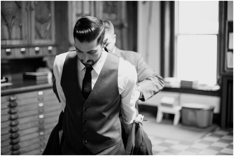 bride-getting-ready-louisville-wedding_0030.jpg