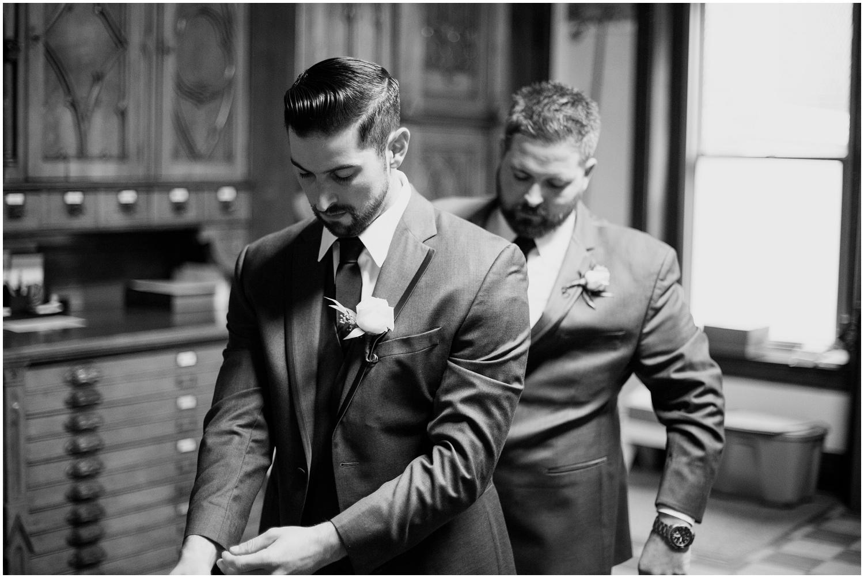 bride-getting-ready-louisville-wedding_0031.jpg
