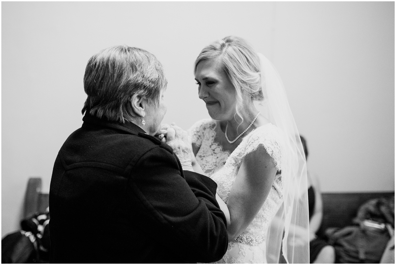 bride-getting-ready-louisville-wedding_0032.jpg