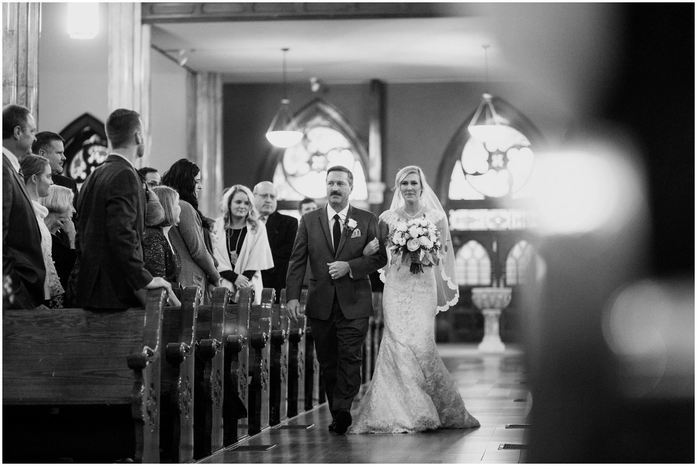 bride-getting-ready-louisville-wedding_0038.jpg