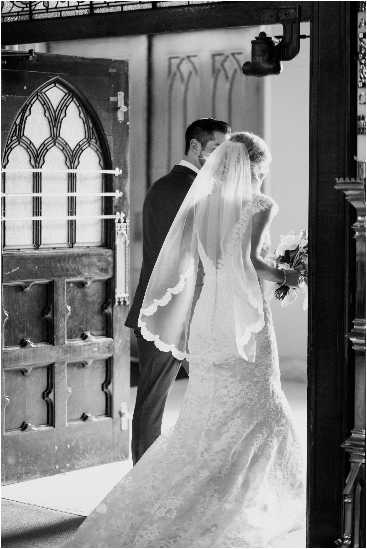 bride-getting-ready-louisville-wedding_0045.jpg
