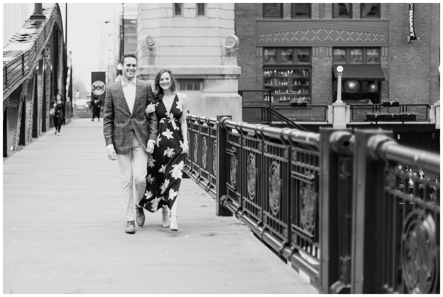 downtown chicago engagement session_0001.jpg