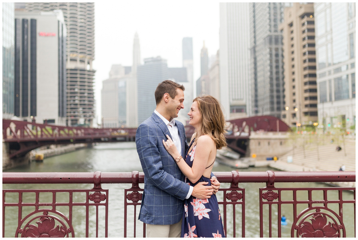 downtown chicago engagement session_0006.jpg