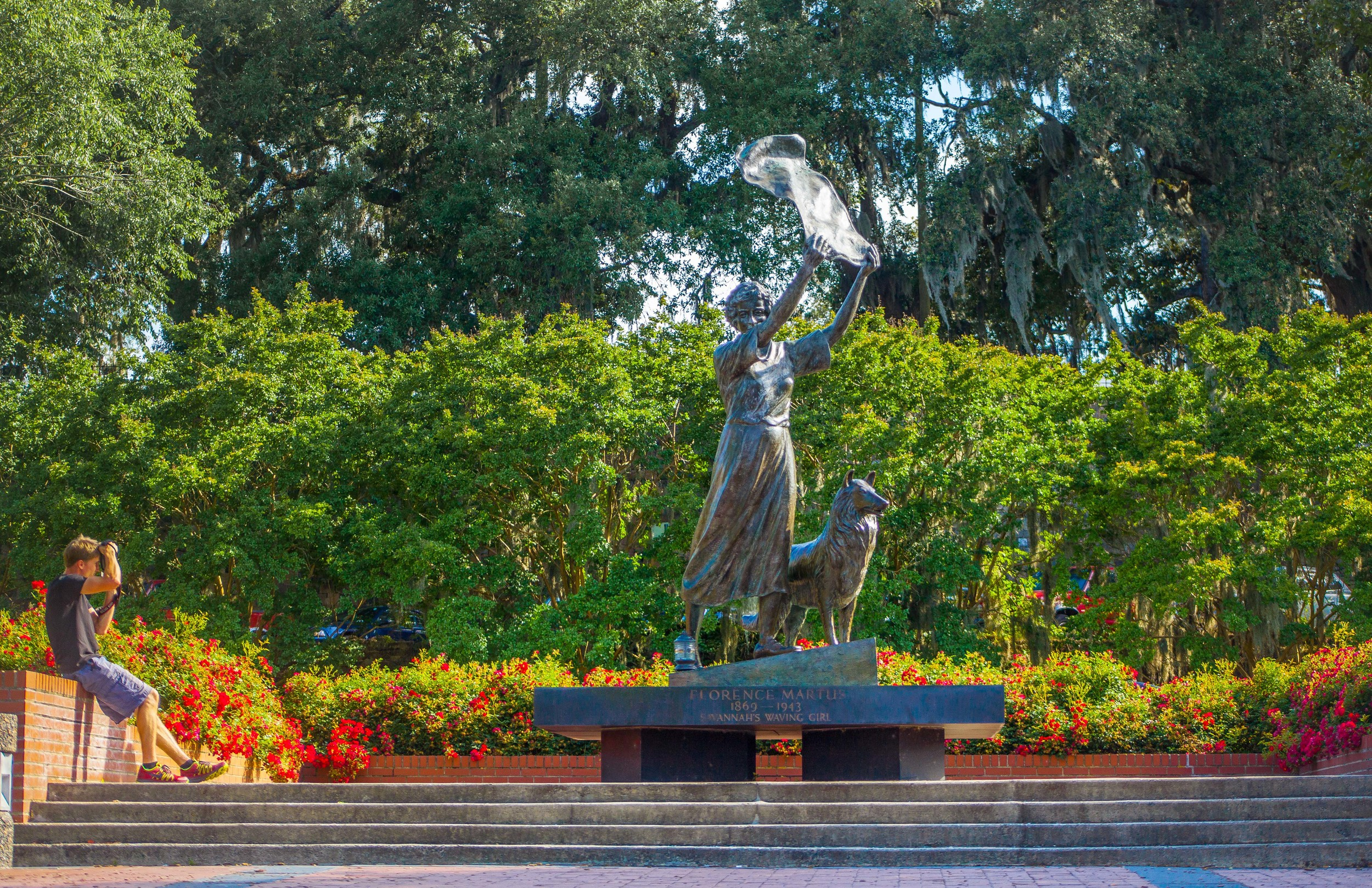 ®2015CapturingSavannah-PhotographyTours-WavingGirlStatue-The Bluff Tour1.jpg