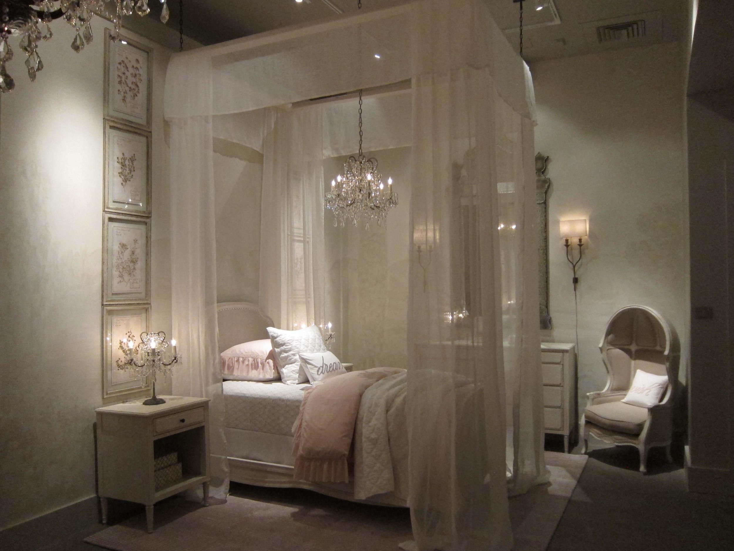 5 Entrance Marceline Bed.JPG