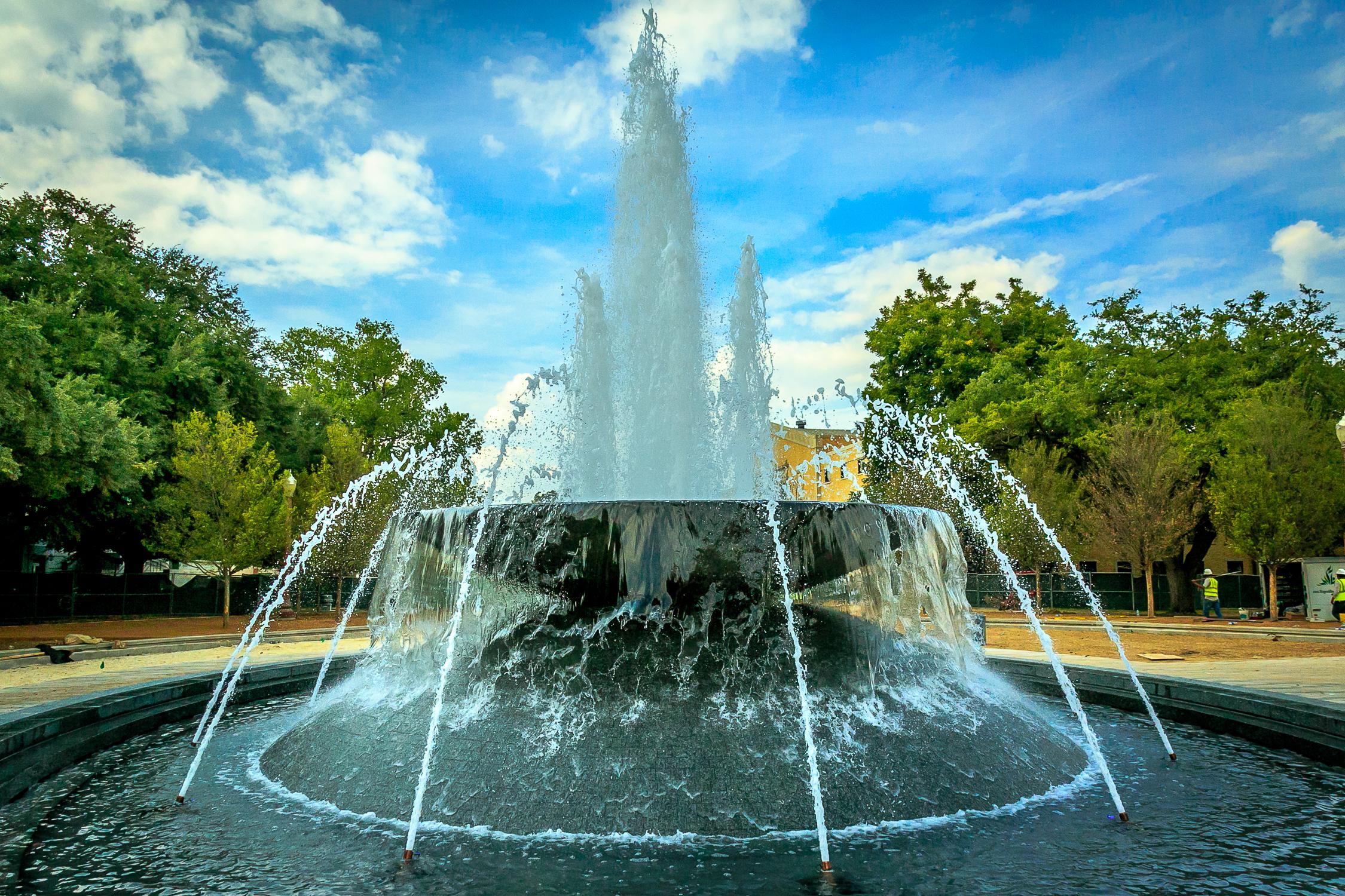 иногда картинки фонтан источник певца тот
