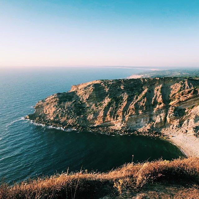 🇵🇹 Cabo Espichel, Portugal. 🇵🇹 ⠀⠀⠀⠀⠀⠀⠀⠀⠀ --------------------------------------------- ⠀⠀⠀⠀⠀⠀⠀⠀⠀ ⠀⠀⠀⠀⠀⠀⠀⠀⠀ #welltravelled #justbackfrom #followmetoo #whatsinmybag #cntravelereats #passportexpress #passionpassport #dametraveler #exploremore #vsco #vsco_london #visitportugal #portugal #tripeportugues #portugalcomefeitos #p3top
