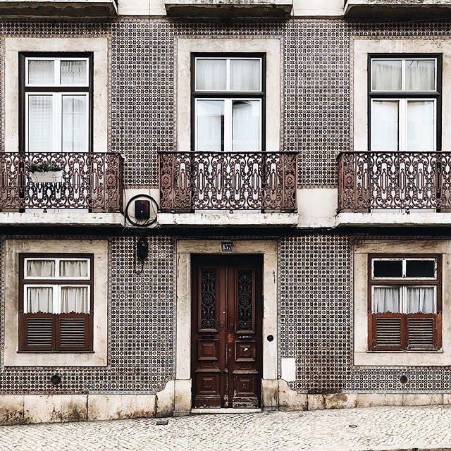 🇵🇹 São Bento, Lisbon. Portugal. 🇵🇹 #portugal #visitportugal #p3_top #p3 #xplortugal #igers #igers #lisboa #lisbon #river #tejo #iphone6s #iphone_only #vsco #vsco_portugal #ig_portugal #lisbonlovers #europe #p3top #tripeportugues