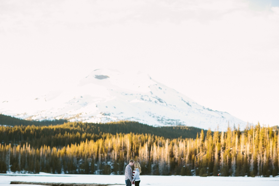 01_Sparks_Lake_Bend_Oregon_Engagement_Photo.JPG