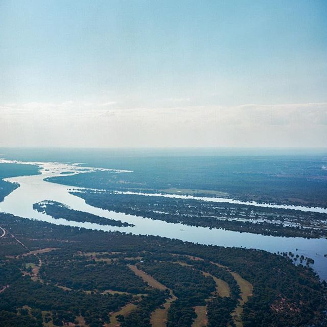 The Zambezi River, just above Victoria Falls. That's Zimbabwe on the left and Zambia on the right. I shot this on a medium format TLR from a helicopter, not the easiest task. . . . #victoriafalls #zimbabwe #zambia #zambeziriver #waterfalls #africa #kodak #portra160 #mediumformat #120film #6x6 #yashicamatem #yashica #tlr #filmisnotdead