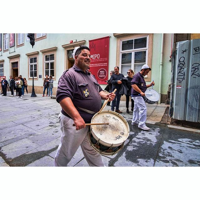 Happened to be in Porto on Dia de Portugal. The parade was a little underwhelming, but this guy was having a great time. . . . #drumline #porto #portugal #diadeportugal #portugalday #drummer #europe #travelphotography #streetphotography #fujifilm #xt1 #wideangle #12mm