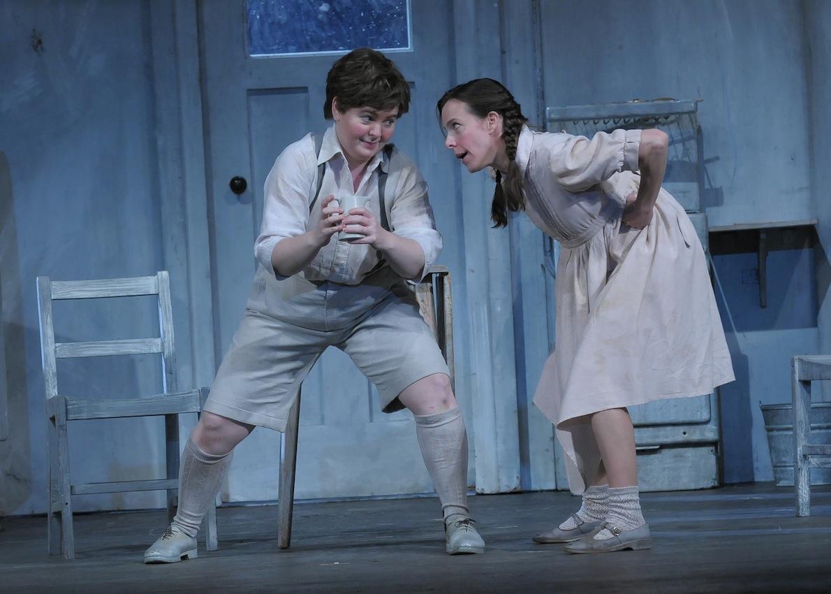 Elizabeth DeShong and Maria Kanyova in Hänsel und Gretel at the Lyric Opera of Chicago c. Dan Rest