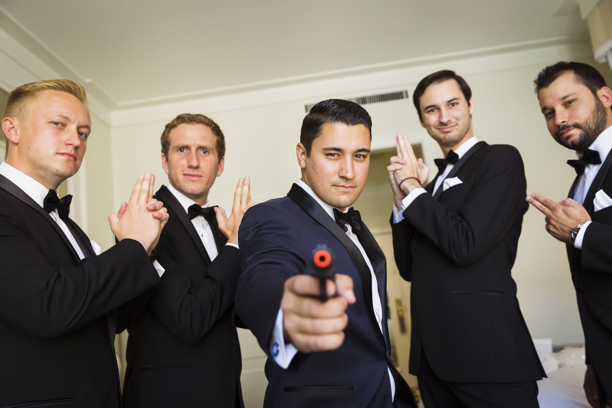 groomsmen-portrait-james-bond-pose-1.jpg