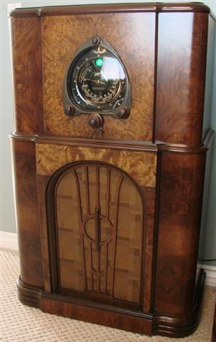 """This is a 1938 Zenith 12 tube model 12S266, Zenith's most famous and collectible year. It is sporting the fabulous """"Motor Drive Robot Shutter Dial"""" and green tuning eye. The 12S266 is a rare model for 1938. 12 tube 1938 Zenith radios are not easy to come, and the 12S266 model is one of the hardest to find."""