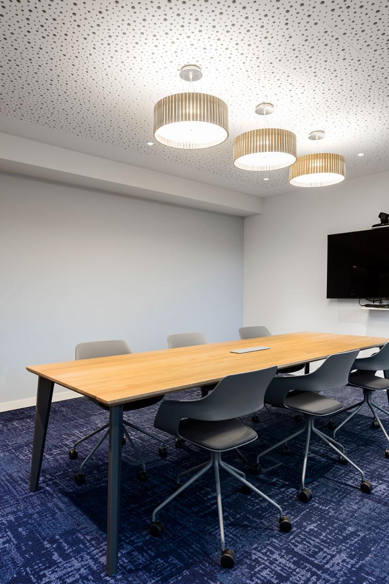 Jan-Cray-TUI-PLOG-Konferenztisch.jpg