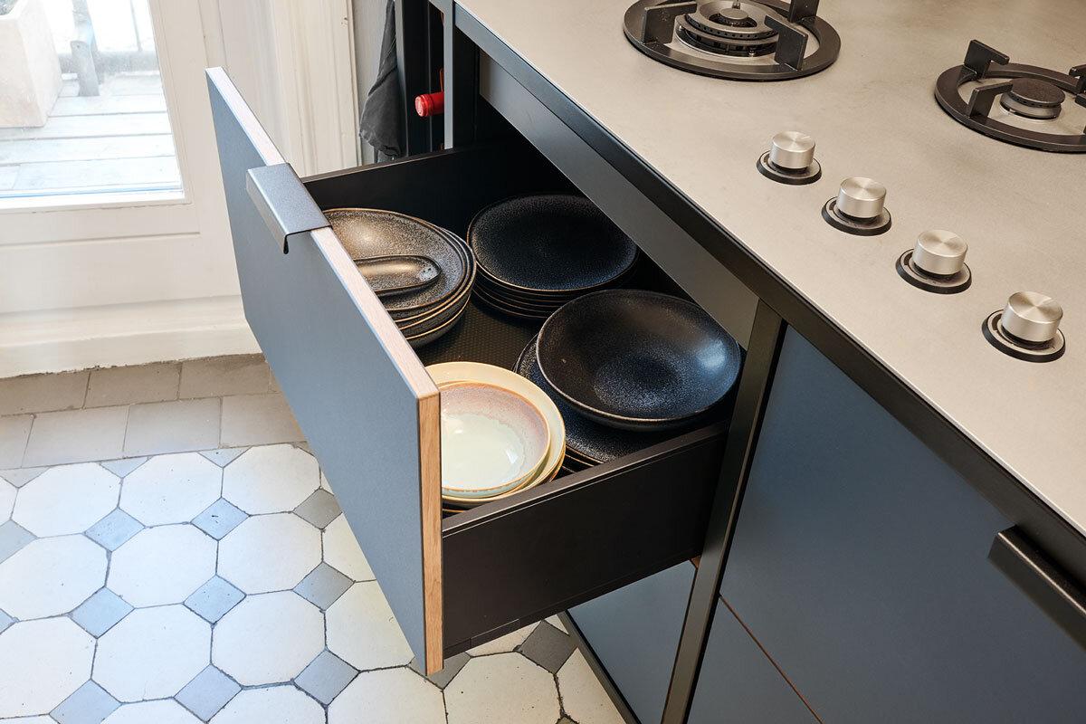 In den geräumigen Schubladen der Küche lässt sich viel verstauen.