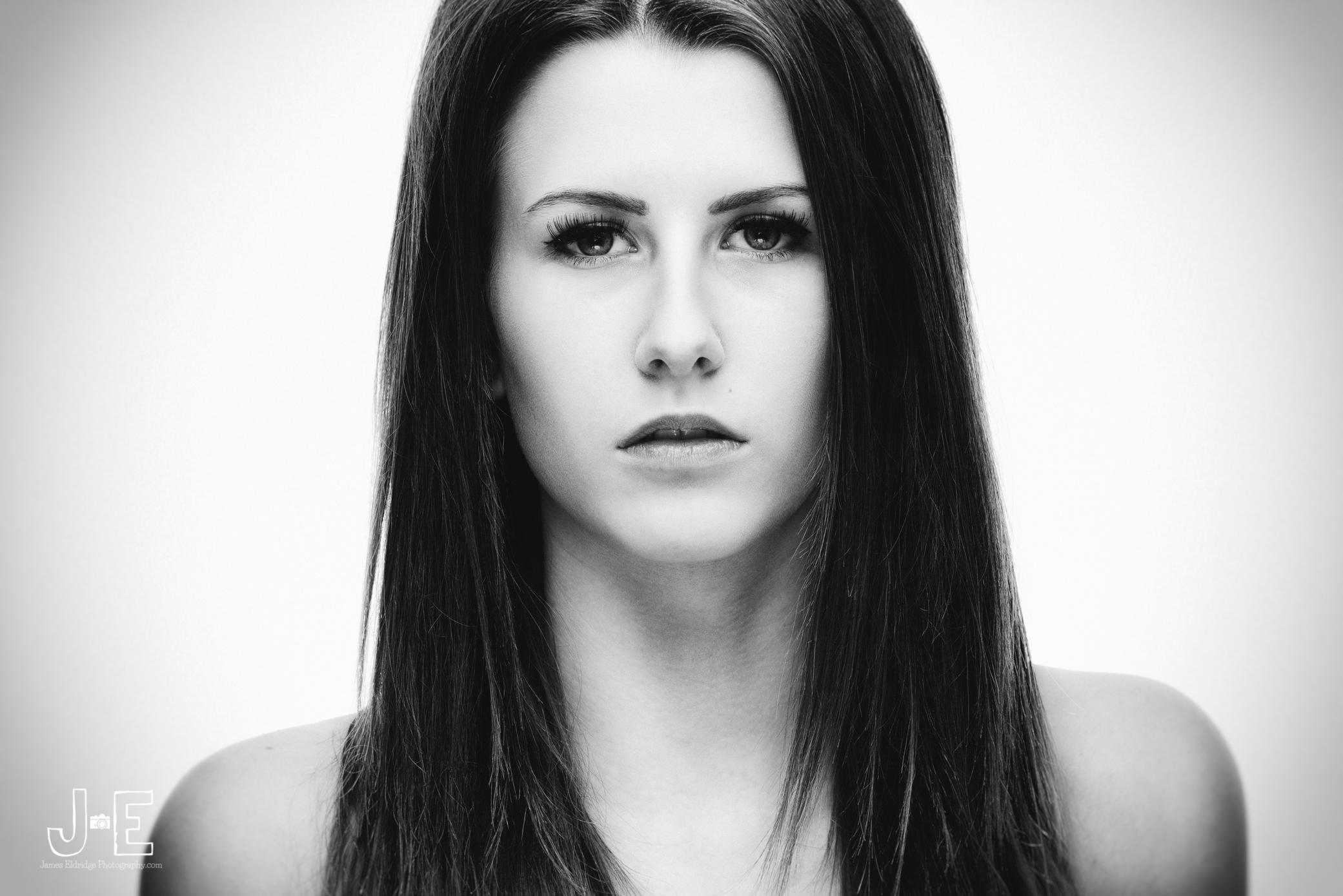 Michaela Terriss - studio - black and white - portraiture