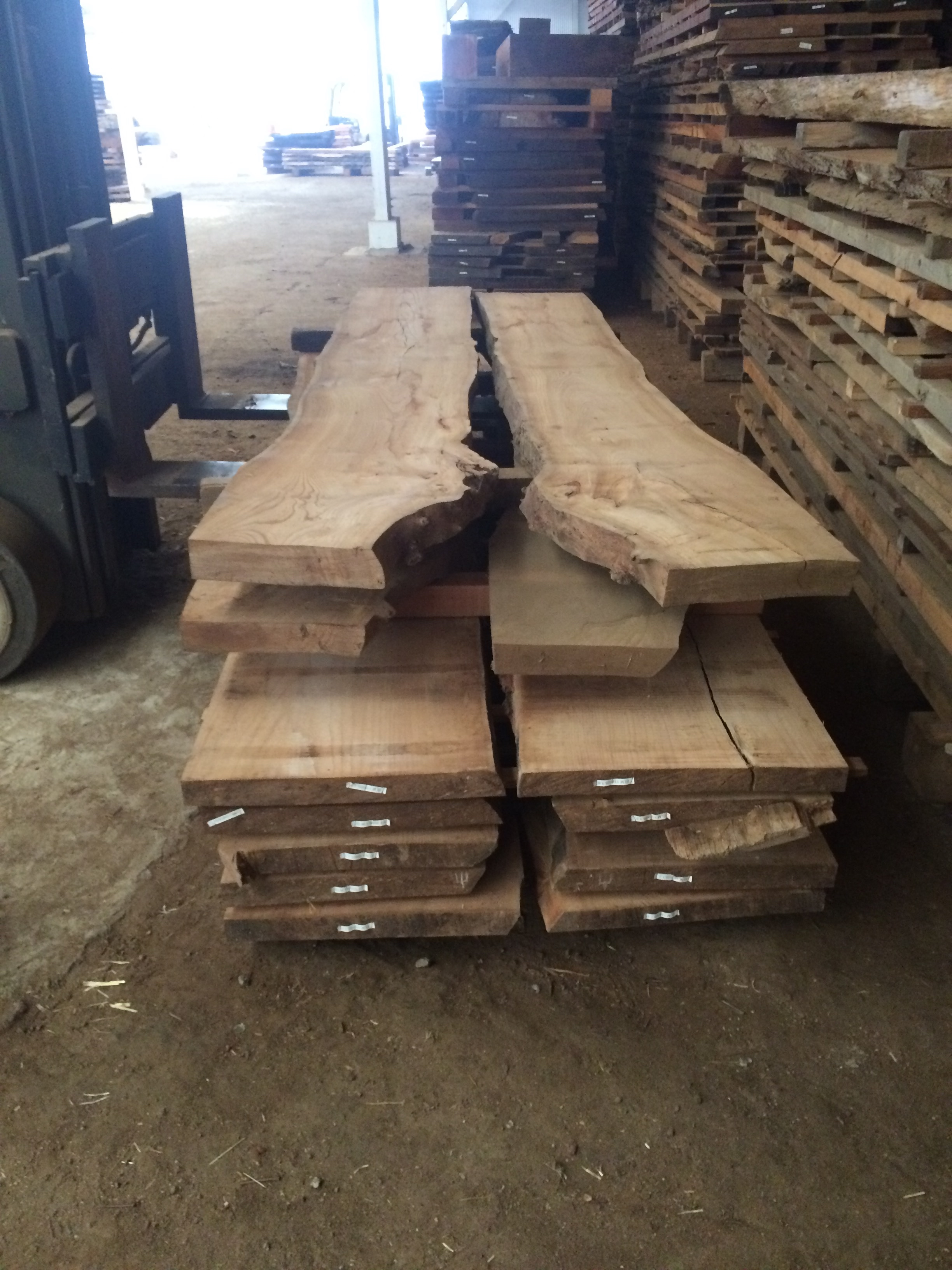 stunning elm for the round table.
