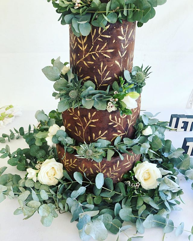 Let them eat cake 🍰 Breaking my Instagram silence for a Hand painted chocolate ganache wedding cake for the wonderful @katieolone @graeme.earle  #cakeart #cakestagram #cakedesign #cakeideas #cakesofinstagram #cakedecorating #paintedcake #weddingcake