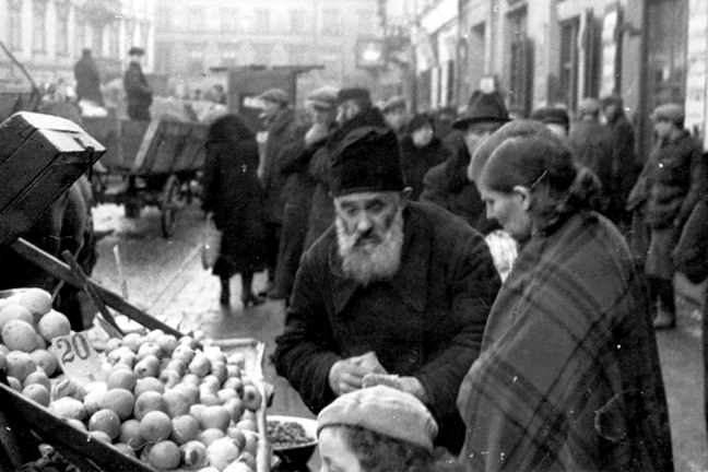 The vibrant Jewish Quarter in pre-WWII Warsaw courtesy of the Yad Vashem Photo Archive  -  http://yadvashem.org