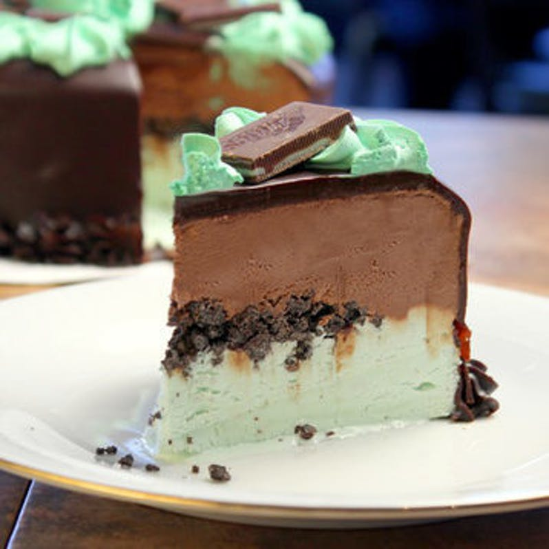 mint-fudge-ganache-ice-cream-cake-serves-16.ce7768c29f6c069e7840fc0bdf548560.jpg