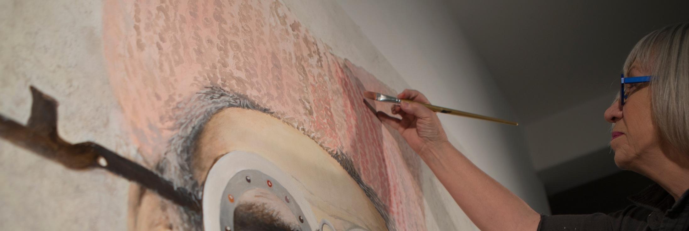 Coates-painting+in+studio.jpg