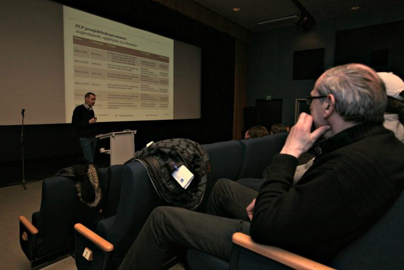 Jan Flølo i PriceWaterhouse Coopers (PWC) informerte om SMB forprosjektet. (Foto: Odd Helge Brugrand)