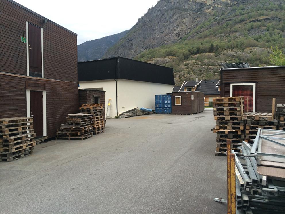 Bakgården, som i dag fungerar som utelager, blir bygd om til bygård dersom heile bygningen blir gjort om til husvære.