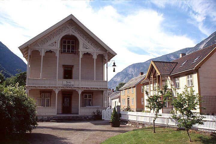 Gamle Lærdalsøyri er eit mål i prosjektet.