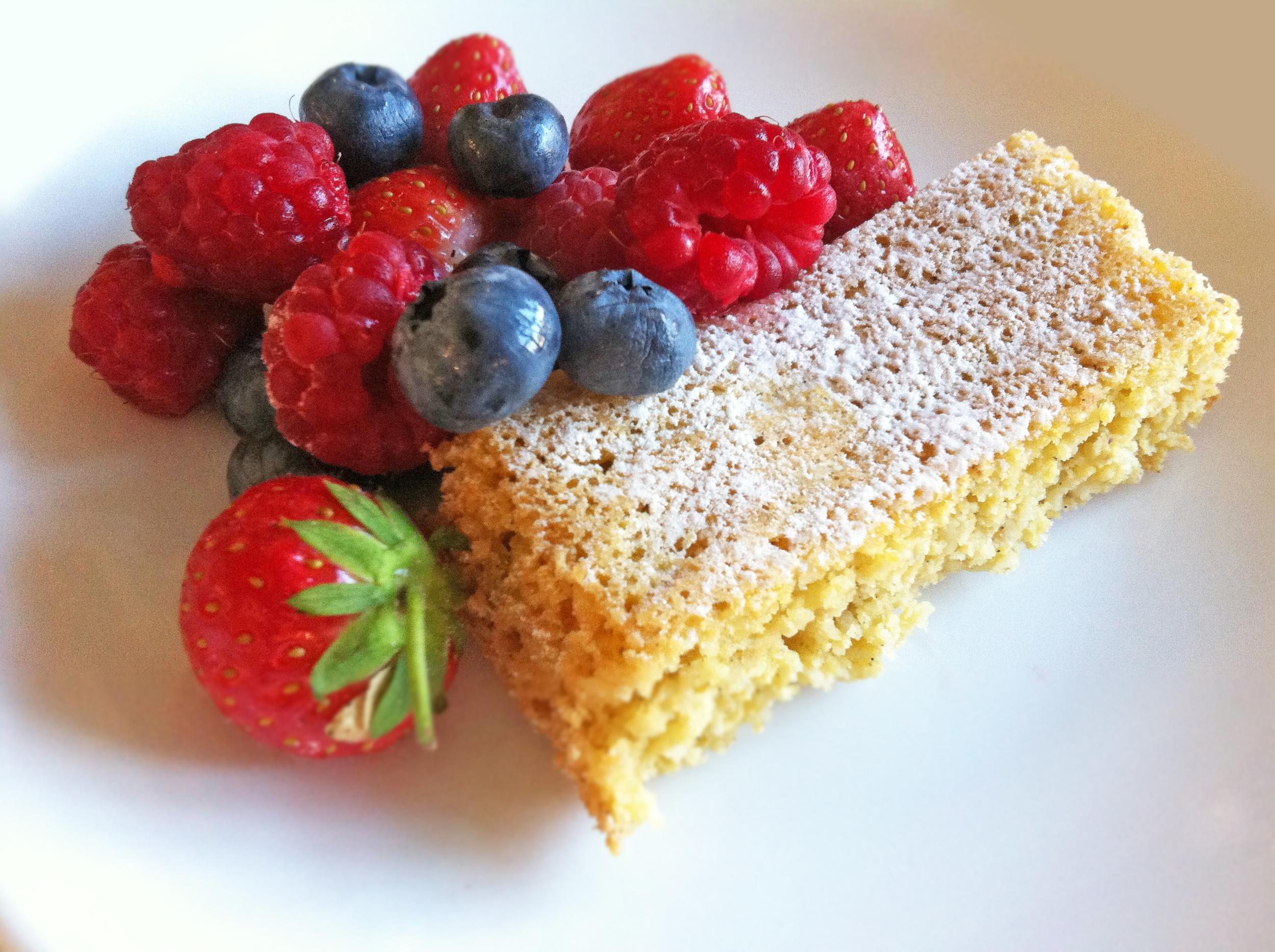"""Denne kaken er inspirert av en oppskrift fra Annika Rognebys """"Bakeglede uten sukker"""", med noen tilpasninger og justeringer"""