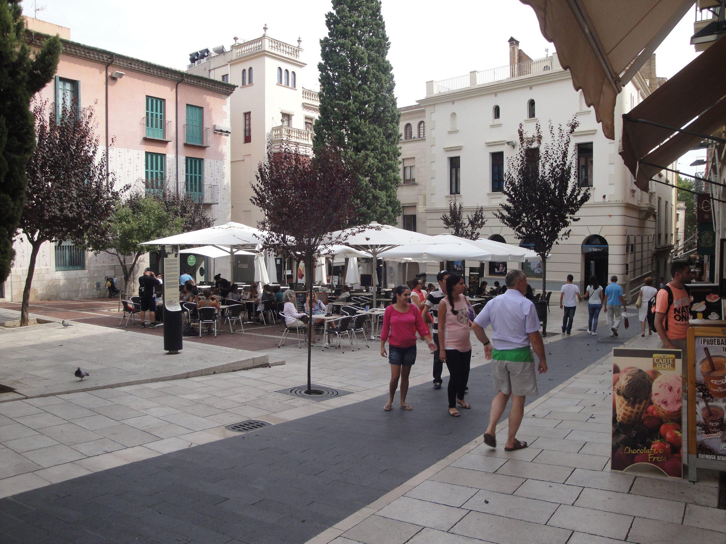 figueres plaza.jpg