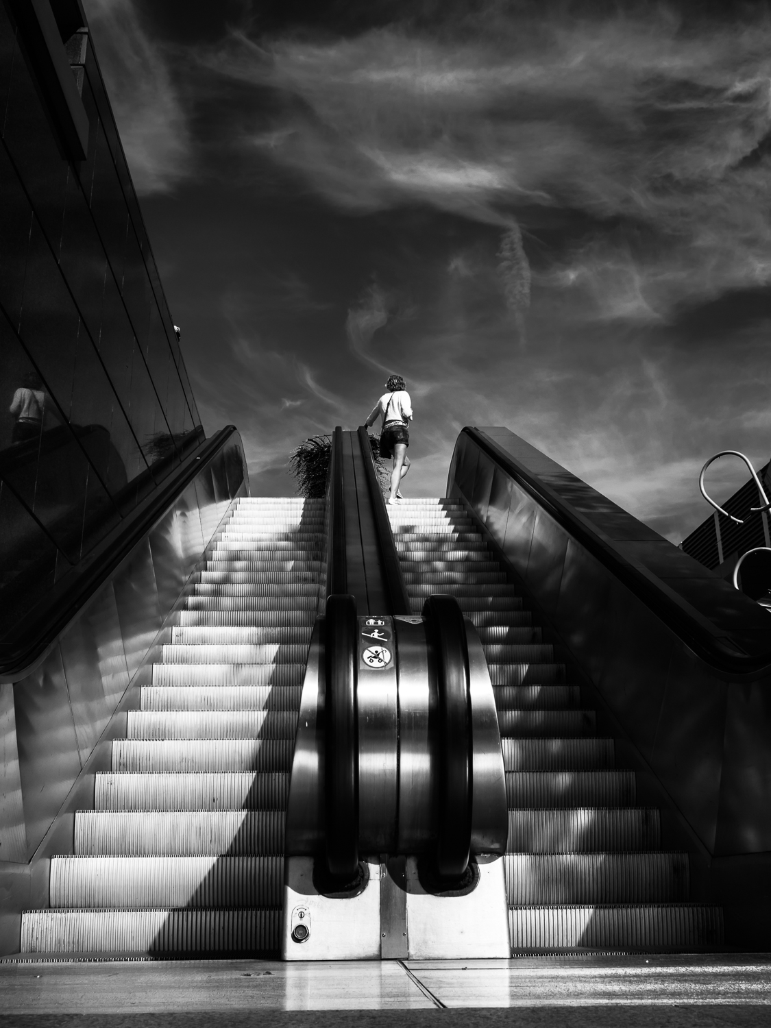 """ROTTERDAM SEPTEMBER 2016  Shot taken in the """"Koopgoot' in Rotterdam Centre.  Actually showing some participants of my workshop street photography how to approach a scene with a low point of view.  Shot with Olympus OMD5 Mark 2 and Olympus 17mm f/1.8"""