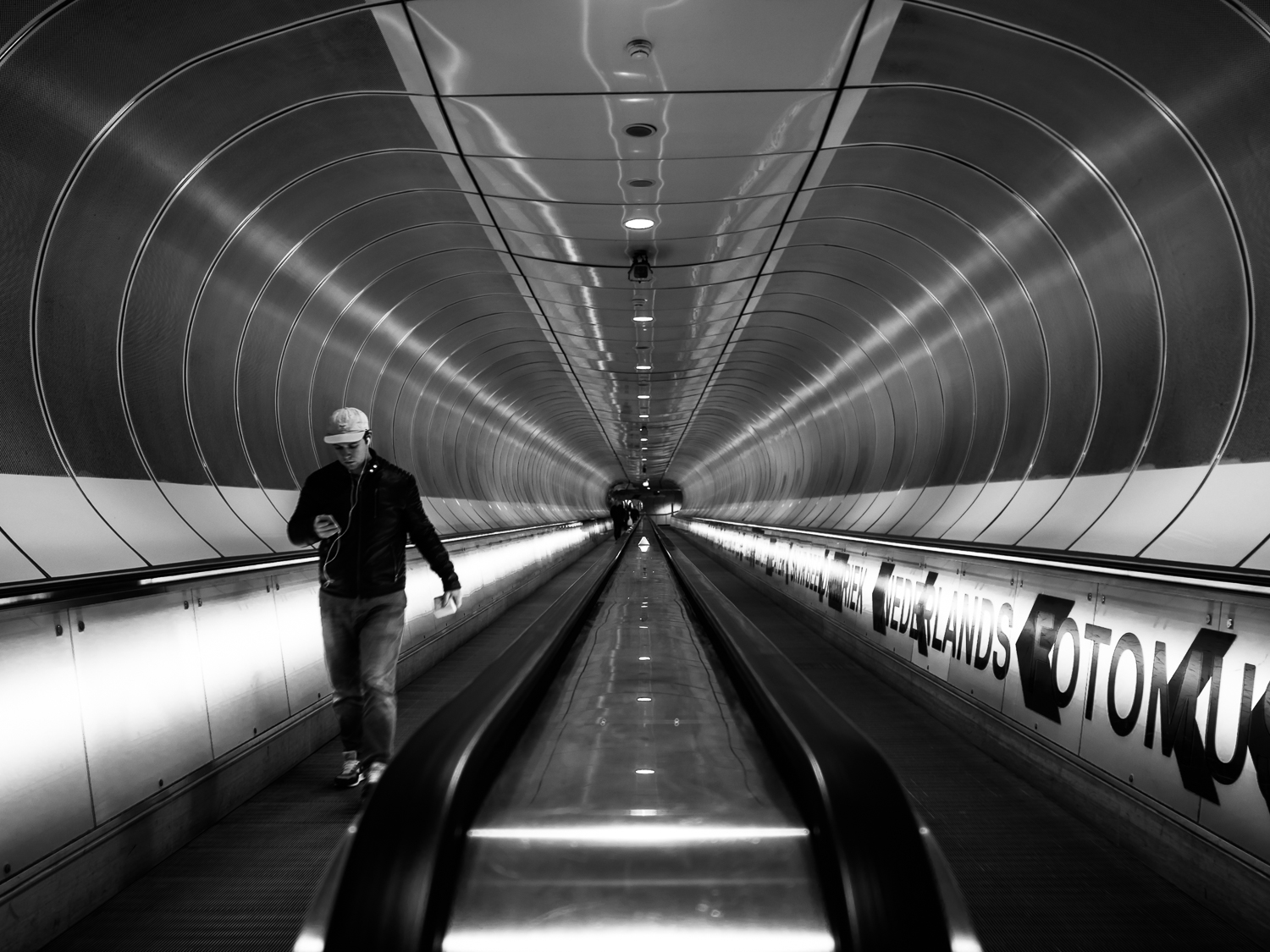 One of the last photos I took in 2017. On my way to the Dutch Photo Museum in Rotterdam to visit the Bruce Davidson exposition. Location: subway station Wilhelminaplein at Rotterdam.  Shot with Olympus OMD1 Mark 2 and Olympus 17mm f/1.8.